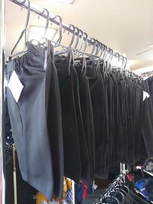 中古学生服 買い取りと販売のお店、学生服専門リユースショップ さくらや... 中古学生服 お母さ